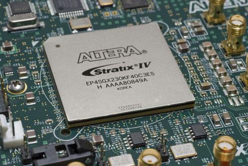 FPGA čip spol. Altera, kterým jsou vybaveny servery projektu Katapult