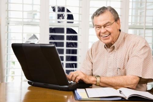 Konzumace internetu a udržování kontaktů jeho prostřednictvím pomáhá