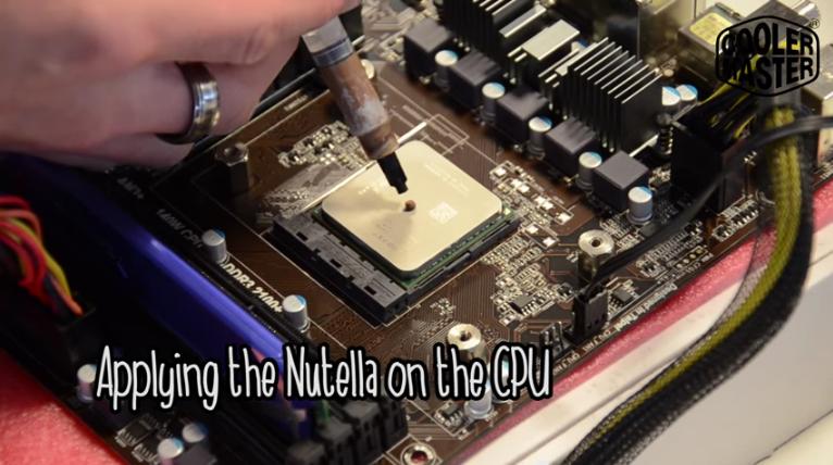 A takhle aplikujeme Nutellu přímo na procesor :)