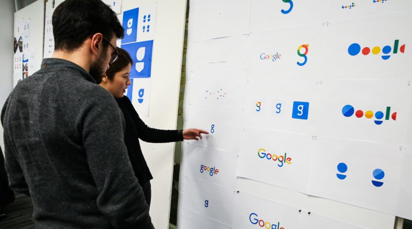 Designerský tým Googlu diskutuje nad jinými podobami nového logotypu a fontu