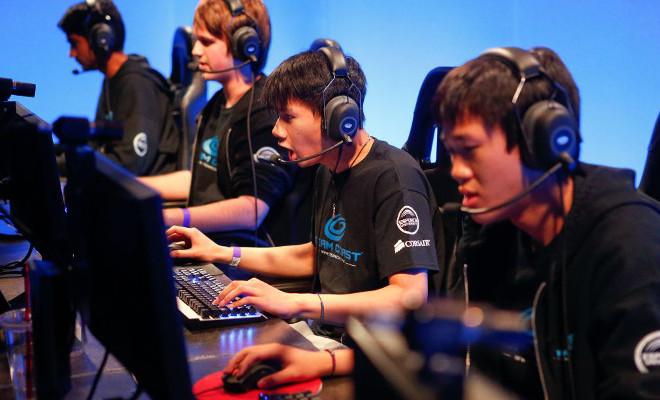 Profesionální týmy spoléhají na techniku, i když sedí hned vedle sebe