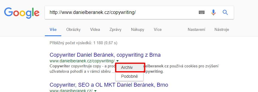 Archiv Googlu se skrývá pod šipečkou na konci URL adresy zobrazené u výsledku vyhledávání
