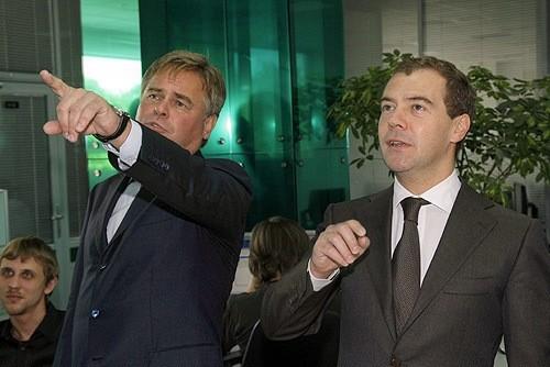 Fotky Evžena Kasperskeho s Dmitrijem Medveděvem příliš na důvěře Američanů nepřidají...