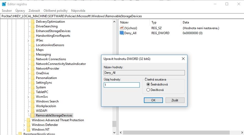 V klíči HKEY_LOCAL_MACHINE\SOFTWARE\Policies\Microsoft\Windows\RemovableStorageDevices vytvoříme Hodnotu DWORD (32bitová) a uvedeme ji v platnost Údajem hodnoty nastavený na 1