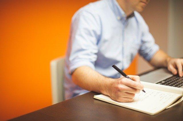 Home office je relativně bezpečné. Pokud se pracuje jen s papírem a tužkou... (Zdroj: Pixabay.com)