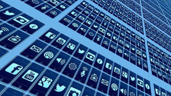 Množství zpravodajských portálů, sociálních sítí a specifických webových služeb poskytující partikulární informační prvky neustále narůstá (Zdroj: Pixabay.com)