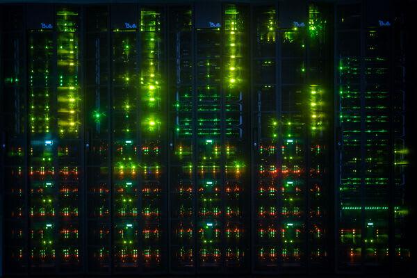 Blikající světýlka sotva postihnou miliardy probíhajících operací (Zdroj: IT4Innovations)