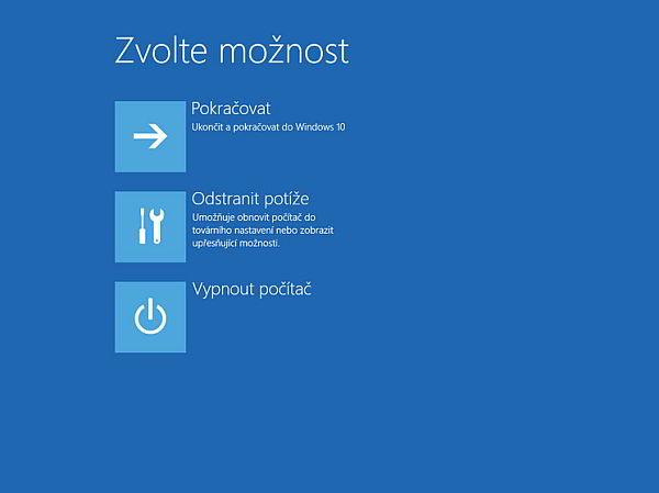 Na modrou obrazovku pro odstraňování potíží se dostanete i pomocí SHIFT + restart (Zdroj: Windows 10)