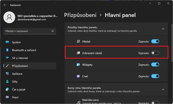 Přes pravé myšítko otevřeme Nastavení hlavního panelu a zapneme ikonu položky Zobrazení úkolů (Zdroj: Windows 11)